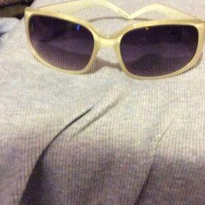 Accessories - Off nite fashion sunglasses